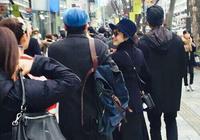 網友偶遇鄧超陪孫儷逛街孫儷笑的像孩子,網友:孫儷的包值幾十萬