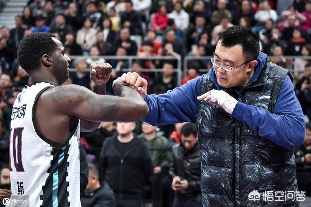 遼寧男籃新隊長為什麼選擇韓德君?而不選擇資歷更老的李曉旭,或者是郭艾倫呢?