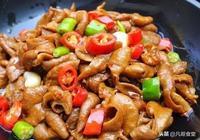 熗炒豬大腸時,別隻會焯水,多加這一步,豬大腸又脆又入味!
