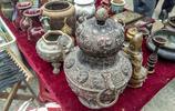 """農村男子地攤上擺滿了""""古董""""  1個大瓷碗賣8000元  是真的嗎?"""
