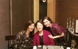李嘉欣80歲媽媽照片曝光,網友熱議:有錢就是任性,說60歲都高了