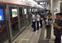 石家莊小夥兒帶95歲姥姥試乘地鐵