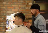 """男生在理髮時被問""""你想怎麼剪"""",該如何回答?"""