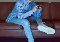 同穿藍色牛仔褲!王俊凱清爽王源很文藝,易烊千璽穿件T恤顯陽光