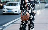 劉濤現身機場,硬把印花睡衣穿成了時尚走秀場,真是氣場強大!