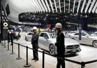上海車展,奔馳配備保安組,豐田出動皮尺部