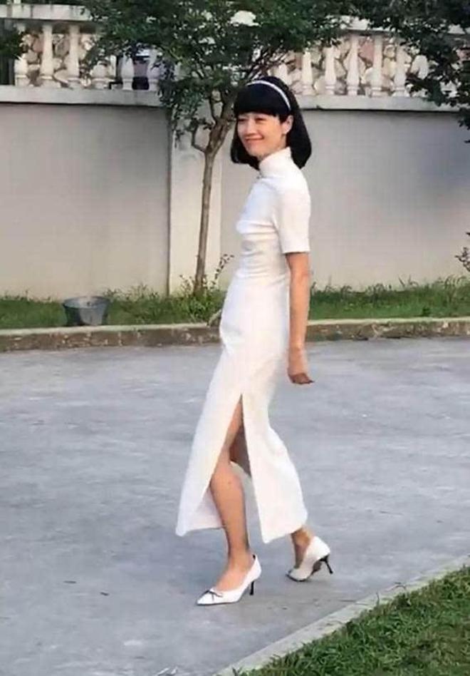 43歲馬伊琍穿旗袍竟然像少女?氣質好狀態佳,卻仍輸給了同齡的她
