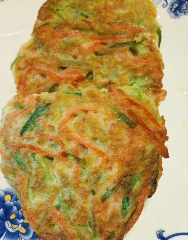 奶奶這樣做的蔬菜餅,外酥裡嫩健康美味,一家人都吃不夠!