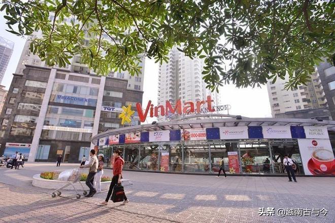 越南首富依靠賣方便麵發家致富,最終因房地產開發成億萬富豪