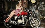 粉紅女郎與復古重機