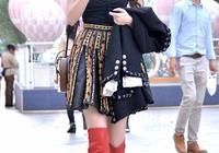 時尚的姑娘用長筒靴子搭配裙裝,輕鬆打造大長腿,還特別顯氣質