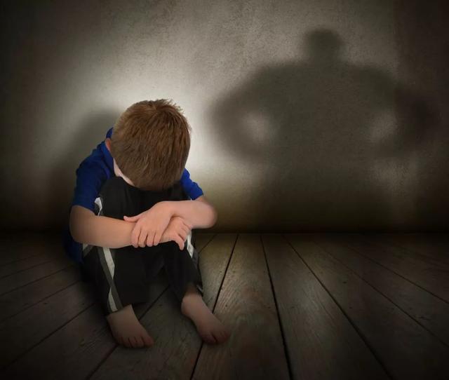 """""""孩子一定要有個怕的人""""這句話害了多少父母"""