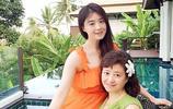 王祖藍和祖藍媽媽簡直一模一樣,可林俊杰眼睛還沒有媽媽一半大