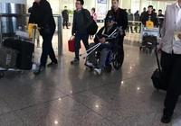 吳京手持柺杖,坐著輪椅出現在機場,看到這些你有什麼想說的?
