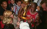 籃球之神!邁克爾喬丹榮耀獎項的經典老照片