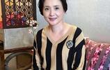 她是媽媽戶,為了前夫守寡10年,52歲的她丈夫十分疼愛!