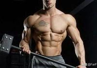 喜歡練胸肌,但如何避免形成圓肩?