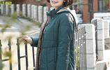 56歲老媽回鄉下過節,穿了迪葵納的減齡外套,難怪比同齡人還年輕