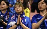 中超第15輪申花主場0:3廣州恆大,現場的申花球迷比較失落