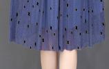 """12月最流行的冬裙,""""藏藍色""""羊絨裙,款款高貴迷人美極了"""