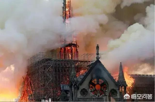 巴黎聖母院,我是從雨果的名著中知道它的。燒沒了,太可惜了!你喜歡讀名著的女孩嗎?