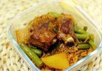 如何做出美味的燜飯?來試試土豆豆角排骨燜飯