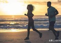 堅持慢跑和堅持擼鐵,中間有什麼不同?用這2點概括