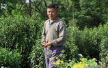 農村70歲老漢獨居二層樓小院,把家裡收拾得乾乾淨淨,至今打光棍