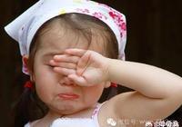 三歲小孩在幼兒園被小朋友用手戳得眼角膜破裂,對方家長也不理不問,該怎麼辦?
