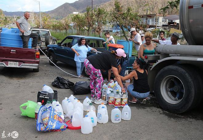 颶風肆虐,居民區缺水少食,政府動用直升機進行救援