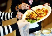 一句剩菜剩飯致癌不知浪費了多少食物,專\n 家的話可信嗎?