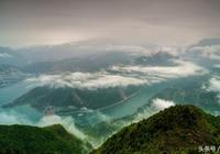 行攝巫山 煙雲巫山及雲霧中的民居