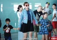 田雨橙小亮仔和媽媽一同出現在機場