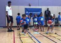國王理查德森與孩子們打球,提升他們的健康意識