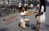24歲小夥無房無車,荔枝擺圖向女孩真情求婚,女孩選愛情還是麵包