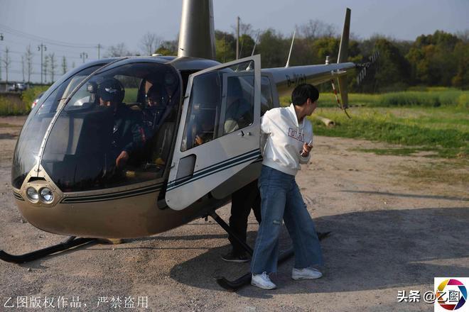 一家人花3600元坐幾分鐘直升飛機,就為了看花海,下來後說很嗨