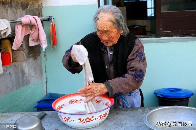 102歲老人不吃補藥不生病,長壽的祕訣讓專家們折服
