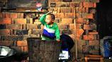 """農村4歲男童在木桶吃喝拉撒,照片被曝光,一家生活發生""""意外"""""""