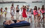 黑海海邊度假的男女老少:濃濃的東歐風情