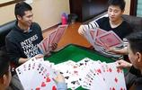 """看了這些人玩的撲克牌後,才會發現自己以前玩的原來是""""假撲克"""""""