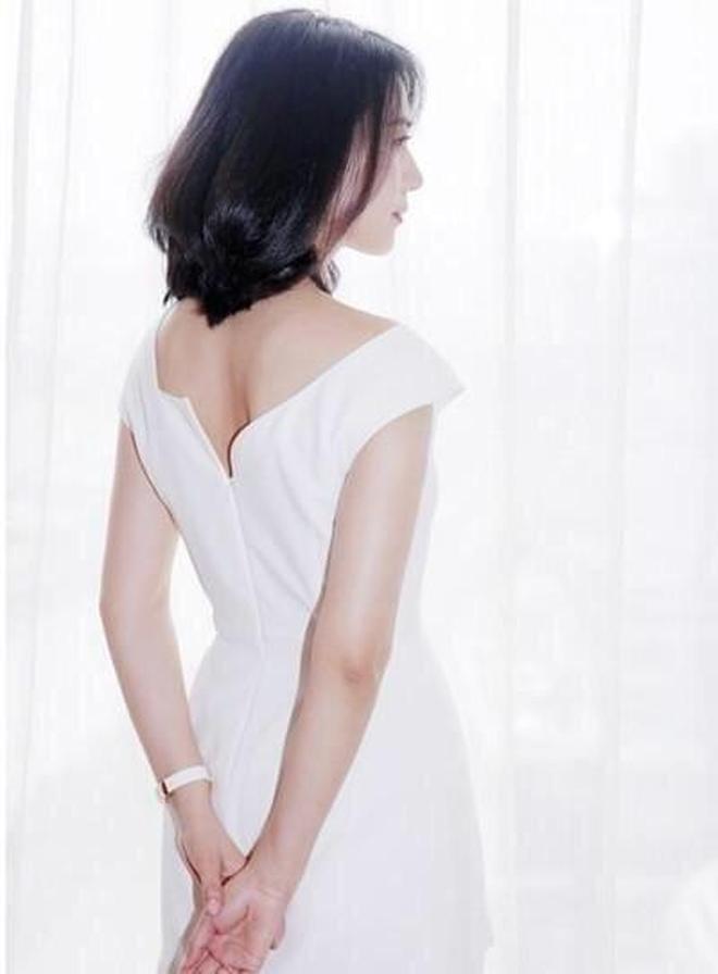 35歲張鈞甯與38歲高圓圓 同穿白色長裙 你們怎麼看?