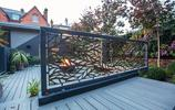 庭院設計:別墅花園也可以灰+黑,防腐木打造的小尺度空間很唯美