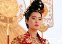 她生下太子有幸沒按規矩被處死,後來親手殺死親兒子立孫子為皇帝