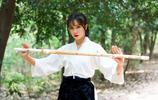 竹林中的劍道少女