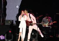 楊丞琳驚喜站臺與李榮浩合唱 李榮浩突襲親了她超甜蜜