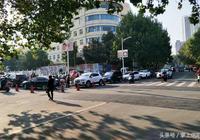 信陽市中心醫院建起四層立體停車位,解決停車難問題