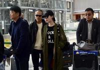 田樸珺機場穿緊身褲秀身材,同框68歲王石一身潮裝卻無法掩蓋蒼老