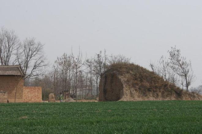 實拍唐武宗李炎墓:墓地破壞嚴重,文物被當成廢物隨意仍