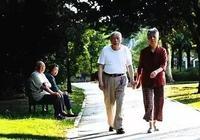 現在的農村人吃了晚飯以後,為什麼大家都喜歡成群結隊去公路上散散步了呢?不累嗎?