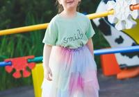 阿拉蕾近照,長高變瘦了,穿小紗裙凹造型,缺牙甜笑又美又傲嬌